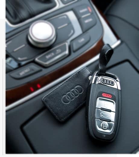 מפתחות בתוך רכב יוקרה